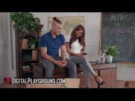 Image Madison Ivy bleibt alleine mit ihrem Schüler und fickt ihn