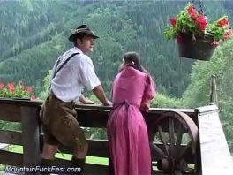 Image Bauernpaar fickt in den Bergen