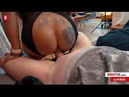Image Die Pornodarstellerin trifft einen Fan, um Sex mit ihm zu haben und ihn aufzunehmen