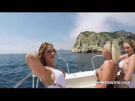Image 3 vollbusige Blondinen teilen sich einen Schwanz auf einer Yacht