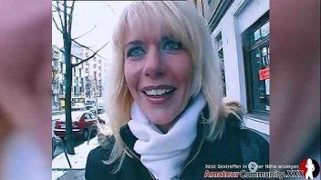 Image Reife Blondine auf der Straße erwischt wird in den Arsch gefickt