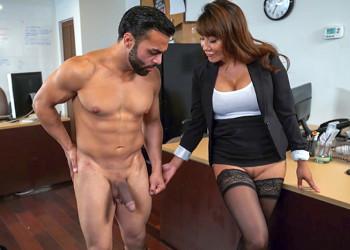 Image Asiatische Sekretärin fickt ihre Angestellte im Büro