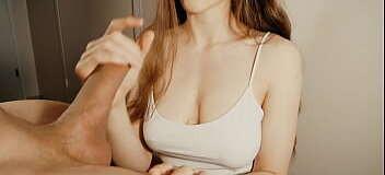 Image Ein Handjob mit Cumshot auf die Titten