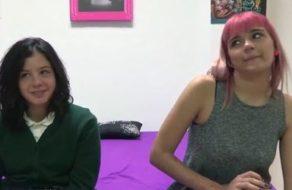 Image Erster Dreier von zwei jungen spanischen Mädchen mit viel Laster und Lust zu ficken