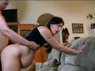 Image Sie macht ihre Enkelin schwanger und berichtet, dass sie Sex mit ihr hat